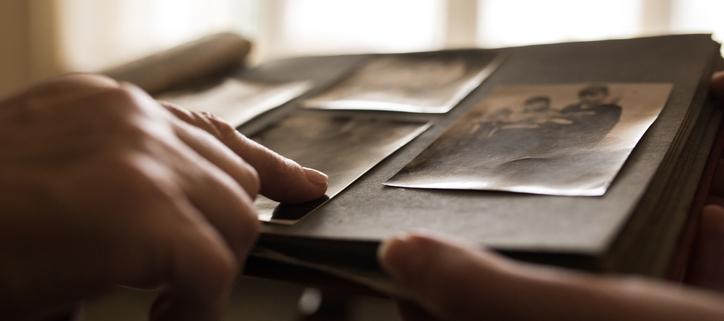Mithilfe von alten Unterlagen das Genogramm erarbeiten